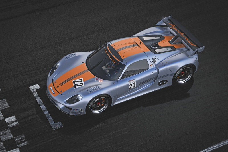 Blending the 911 GT3 R hybrid and the design of the 918 Spyder.