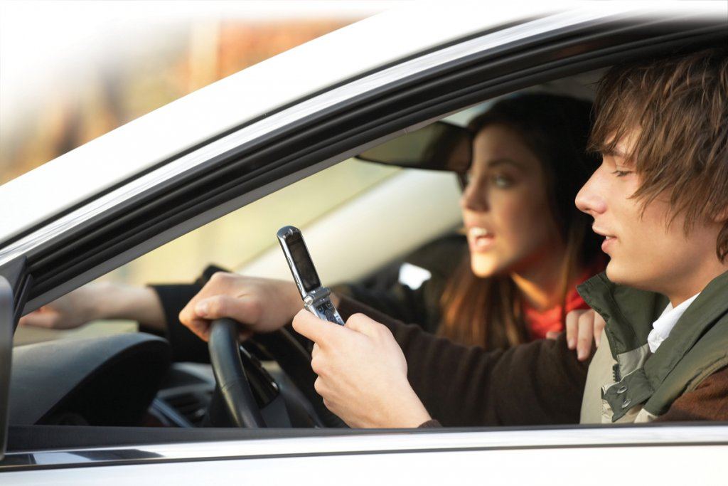 Distracted Driving_87491039