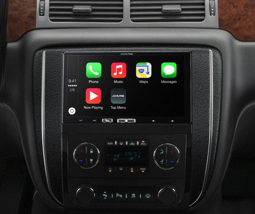 Alpine CarPlay product 041514_0