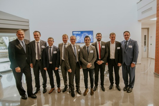 Wilhelm Emperhoff (fifth from the left) member of the MAHLE Management Board and responsible for the Mechatronics Division, open